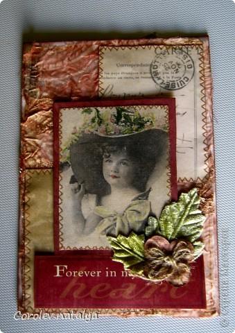 Всем доброго вечерочка или утречка! Хочу показать вам открыточки всяко-разно. Эту девчушку сделала в подарок очень хорошему человечку,потом он сам признается(может быть...),но поскольку посылка пришла чуть раньше дня рождения ,признаваться не буду. Использованы - акварельная бумага,ткань,скрапбумага 4 видов,распечатка ,готовые листочки и цветок,веревочка,дистрессы,гелевые ручки для имитации строчек. фото 8