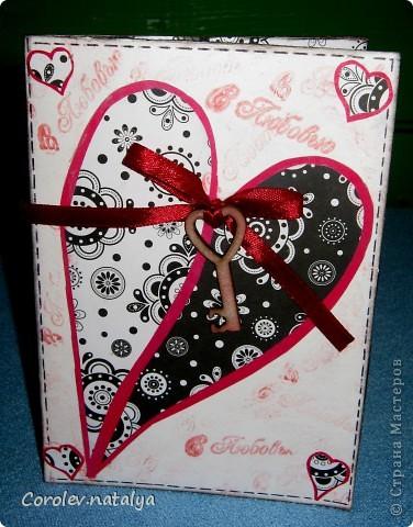 Всем доброго вечерочка или утречка! Хочу показать вам открыточки всяко-разно. Эту девчушку сделала в подарок очень хорошему человечку,потом он сам признается(может быть...),но поскольку посылка пришла чуть раньше дня рождения ,признаваться не буду. Использованы - акварельная бумага,ткань,скрапбумага 4 видов,распечатка ,готовые листочки и цветок,веревочка,дистрессы,гелевые ручки для имитации строчек. фото 13