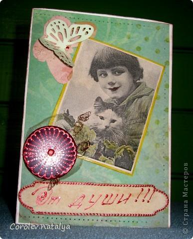 Всем доброго вечерочка или утречка! Хочу показать вам открыточки всяко-разно. Эту девчушку сделала в подарок очень хорошему человечку,потом он сам признается(может быть...),но поскольку посылка пришла чуть раньше дня рождения ,признаваться не буду. Использованы - акварельная бумага,ткань,скрапбумага 4 видов,распечатка ,готовые листочки и цветок,веревочка,дистрессы,гелевые ручки для имитации строчек. фото 9