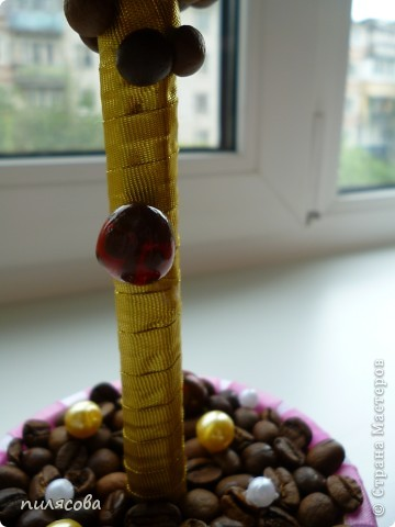 Деревце делалось в подарок мамочке. Захотелось сделать его цветущим, как и будущая хозяйка. фото 4