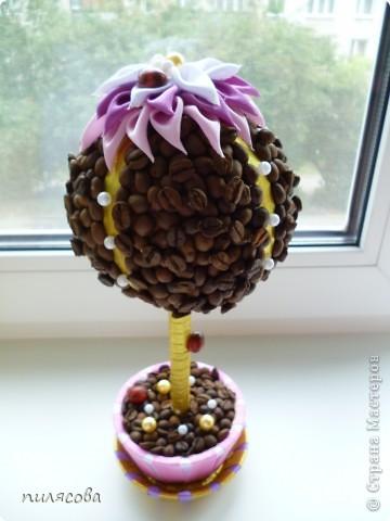 Деревце делалось в подарок мамочке. Захотелось сделать его цветущим, как и будущая хозяйка. фото 1