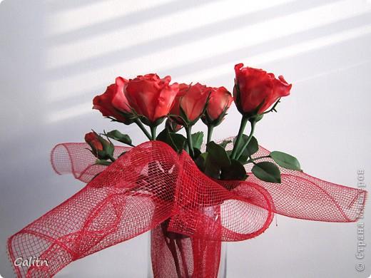 Надеюсь пока этим букетом завершиться моя *розовая* эпопея.Очень хочется заняться ещё чем-то.Не могу сказать. что я не люблю делать розы, просто за последнее время их было слишком много. Ну а сейчас приятного просмотра. фото 4