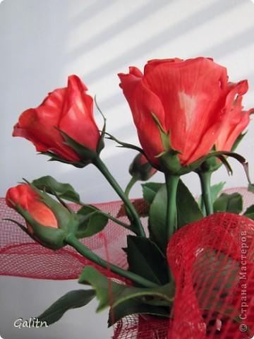 Надеюсь пока этим букетом завершиться моя *розовая* эпопея.Очень хочется заняться ещё чем-то.Не могу сказать. что я не люблю делать розы, просто за последнее время их было слишком много. Ну а сейчас приятного просмотра. фото 5