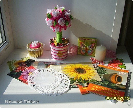 Пришёл мне всё-таки подарок долгожданный! Так что ЛЕТНЯЯ игра http://stranamasterov.ru/node/362412 полноценно закончилась! Я ТАК ЩЩЩЩАСЛИВА!!!!!!!!!!! УРАААААААААААААА!  Спасибо тебе огромное,Катюша! Катя- это жительница Страны Sjusen. Такая красотища! Деревце необыкновенное!!! Я таких не видела ещё! У нас пополнение в нашей коллекции! Все в дочиной комнатке стоят! Музей!!! Пироженное очень классное,так блестит на солнце! Начинку доча забрала))))) Всё подарочки очень приятные,интересные и обязательно пригодятся рано или поздно! У меня ничего не пропадает! ;) Спасибо Большое,улыбаемся целый день!!!!Лето продолжается!! фото 1