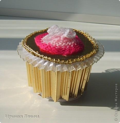 Пришёл мне всё-таки подарок долгожданный! Так что ЛЕТНЯЯ игра http://stranamasterov.ru/node/362412 полноценно закончилась! Я ТАК ЩЩЩЩАСЛИВА!!!!!!!!!!! УРАААААААААААААА!  Спасибо тебе огромное,Катюша! Катя- это жительница Страны Sjusen. Такая красотища! Деревце необыкновенное!!! Я таких не видела ещё! У нас пополнение в нашей коллекции! Все в дочиной комнатке стоят! Музей!!! Пироженное очень классное,так блестит на солнце! Начинку доча забрала))))) Всё подарочки очень приятные,интересные и обязательно пригодятся рано или поздно! У меня ничего не пропадает! ;) Спасибо Большое,улыбаемся целый день!!!!Лето продолжается!! фото 3