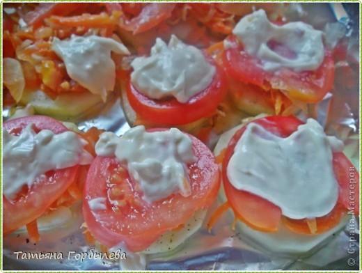 Приветствую всех жителей нашей любимой СМ!!!!!! Честно признаюсь это блюдо готовила впервые!!!Сповторюшничала у Clio   http://stranamasterov.ru/node/400602?c=favorite  и добавила немножко своего.Вот такие получились кабачки, запеченные в духовке с овощами. фото 7