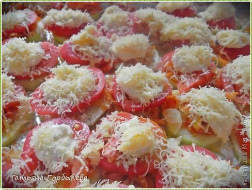 Приветствую всех жителей нашей любимой СМ!!!!!! Честно признаюсь это блюдо готовила впервые!!!Сповторюшничала у Clio   http://stranamasterov.ru/node/400602?c=favorite  и добавила немножко своего.Вот такие получились кабачки, запеченные в духовке с овощами. фото 8