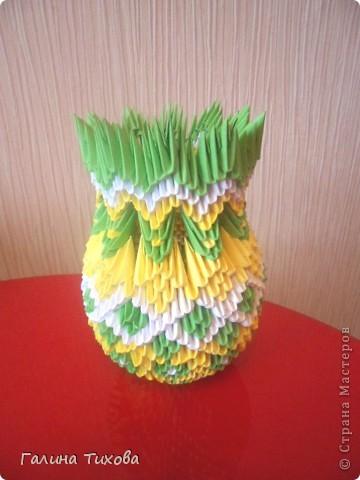 Для изготовления этой вазы вам потребуется: 490 жёлтых, 310 зелёных и 200 белых модулей.  МК:  http://masterica.maxiwebsite.ru/?p=9634