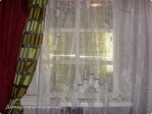 """в темном углу прихожей сделала """"фальш-окно"""". Вместо стекла - поликарбонат (он делает рисунок расплывчатым и безопасен в работе и использовании). Китайские светильники дневного света внутри рамы, а """"березки"""" - полотно из фотообоев. Наклеено на поликарбонат (думала на стену - смотрится хуже). Зато теперь мой """"темный угол"""" намного светлее и используется как ночник! фото 1"""