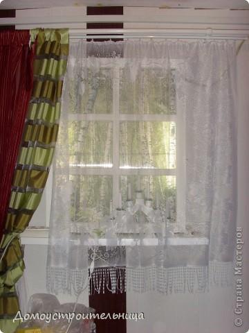 """в темном углу прихожей сделала """"фальш-окно"""". Вместо стекла - поликарбонат (он делает рисунок расплывчатым и безопасен в работе и использовании). Китайские светильники дневного света внутри рамы, а """"березки"""" - полотно из фотообоев. Наклеено на поликарбонат (думала на стену - смотрится хуже). Зато теперь мой """"темный угол"""" намного светлее и используется как ночник! фото 2"""