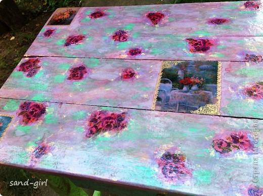 Этот стол я декорирую в третий раз. Предыдущий его вариант не пережил зиму. На фото вы видите его, надеюсь, последний образ. фото 11