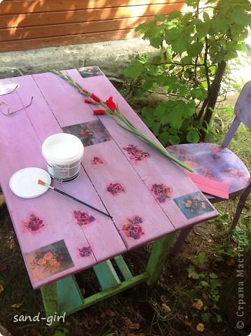 Этот стол я декорирую в третий раз. Предыдущий его вариант не пережил зиму. На фото вы видите его, надеюсь, последний образ. фото 5