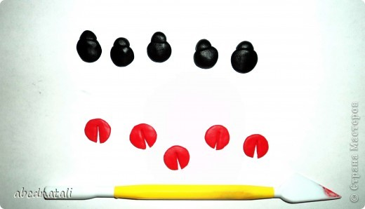 Здравствуйте всем) хочу предложить слепить вот таких милых букашек) многие их лепят на свои топиарии... иногда очень нужны а в магазин пойти возможности нет:))) я в интернете как то видела порядок лепки, попробуем все вспомнить;))) фото 5