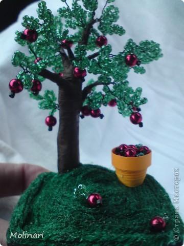 Первое деревце из бисера. Яблоня... фото 2