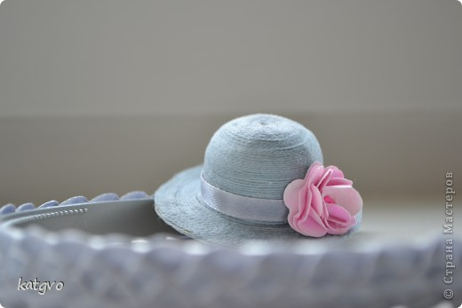 На четырехлетие девчушки сделала подарок. В пятницу у неё в садике конкурс шляпок. Это конечно не шляпка в прямом смысле. Но уж очень мне захотелось соединить две подсмотренные идеи. фото 3