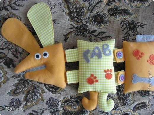 Здравствуйте!! Вот такая собачка создавалась в подарок нашему маленькому другану к его первому дню рождения... состоит из отдельных частей, скрепленных с помощью разных застежек фото 2