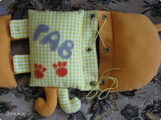 Здравствуйте!! Вот такая собачка создавалась в подарок нашему маленькому другану к его первому дню рождения... состоит из отдельных частей, скрепленных с помощью разных застежек фото 6