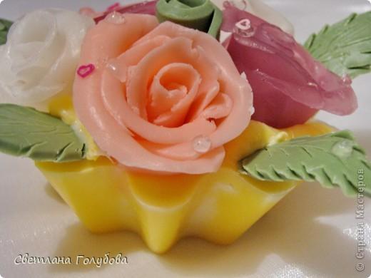 В реальности розы немного другого цвета - красивее.  фото 3