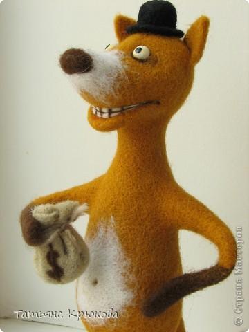 Вот вспомнилась сказка про колобка,думалось сделать лисичку с главным героем....а получился хитрый рыжий лис с мешком денег)))) фото 4