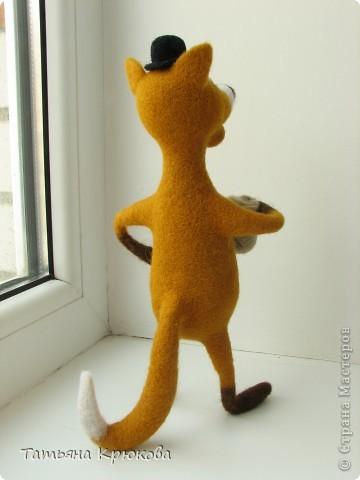 Вот вспомнилась сказка про колобка,думалось сделать лисичку с главным героем....а получился хитрый рыжий лис с мешком денег)))) фото 5