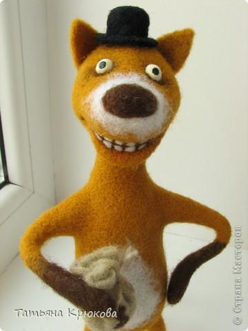 Вот вспомнилась сказка про колобка,думалось сделать лисичку с главным героем....а получился хитрый рыжий лис с мешком денег)))) фото 6