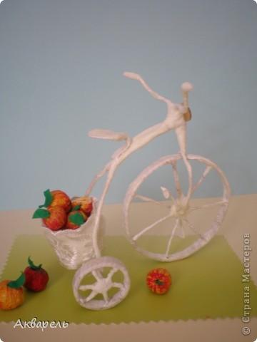 """Ретро-велосипедик. На этот транспорт вдохновением послужил """"Цветочный велосипед"""" в профиле Frutela и ее МК. Конечно же я сделала все по своему, ведь одинаковых нет. И как всегда я не смогла обойтись без всего что прилагается велосипеду. Седло, педали - садись и езжай. А прототипом формы велосипеда послужил .....(см. внизу) . Не думала что делаю по нему, наверное в памяти где то образ отложился.  фото 1"""