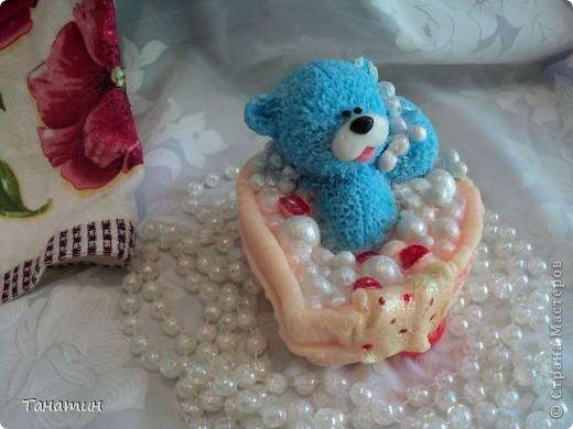 Чистюля мишка. Кто же откажется принять ванну с розовыми лепестками)) фото 2