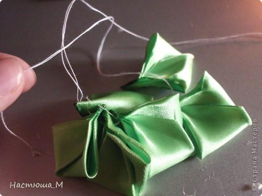 Сегодня я покажу вам как сделать такой лепесток.Я придумала его сама не судите строго!))) фото 12
