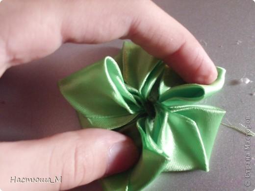 Сегодня я покажу вам как сделать такой лепесток.Я придумала его сама не судите строго!))) фото 13