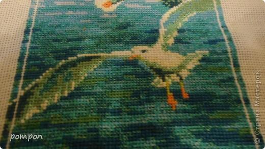 """Доброго времени суток всем жителям Страны! Спешу поделиться с вами своей работой. Набор фирмы Риолис """"Морской полдень"""", размер 21*46. Вышивала около полугода(спасибо за вдохновление подруге).Не знала кому подарить, но съездив с мужем на рыбалку и увидев похожий пейзаж на берегу Волги решила подарить картину ему. фото 3"""