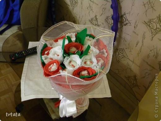 """Этот букет был сделан на свадьбу  наших друзей!На него ушло : 25 конфет Рафаэлло и 9 конфет """"Фундук в шоколаде"""" ! фото 2"""