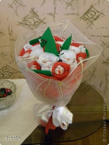 """Этот букет был сделан на свадьбу  наших друзей!На него ушло : 25 конфет Рафаэлло и 9 конфет """"Фундук в шоколаде"""" ! фото 3"""