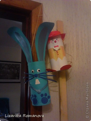 """Большие игрушки на уличную елку в садик. Сделаны из картонных цилиндров и цветной бумаги. Жилетик клоуна из авторской цветной бумаги, которая прилагалась к журналу """"вышиваю крестиком"""" (номер не помню)"""