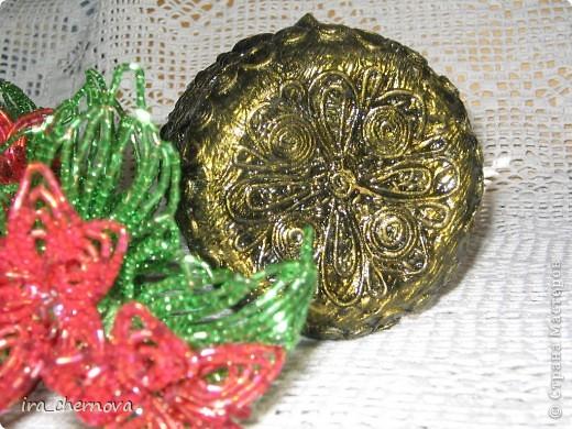 Вот такая у меня получилась вазочка и веточка с цветочками. Вазочка выполнена в технике пейп- арт по науке чудо- мастерицы Татьяны Сорокиной http://stranamasterov.ru/node/308701. фото 7