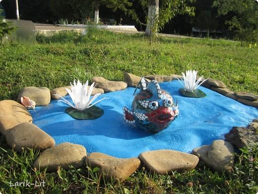 По просьбе моей сестры делала такую рыбку для детского лагеря.делала я, но разукрашивала художник. Установили ее сначала на сухой водоём, а потом... фото 2