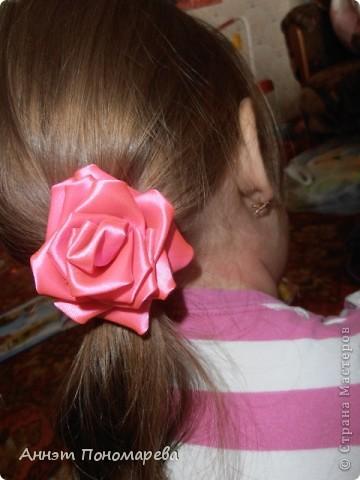 Первая розочка в технике канзаши превратилась в резиночку для дочки! фото 1