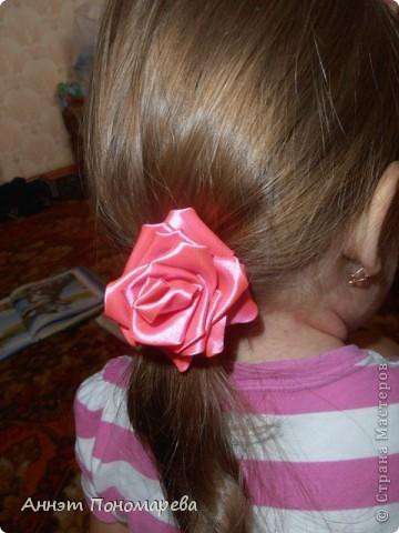 Первая розочка в технике канзаши превратилась в резиночку для дочки! фото 2