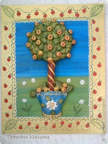 Деревце с наливными яблочками