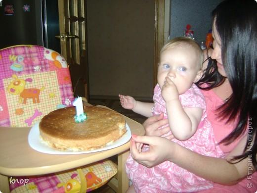 Всем привет!!!! вчера моей дочурки исполнился годик. В честь этого я испекла  шарлотку. Вкусную, нежную и ароматную! И предлагаю Вам ее попробовать.  Нам понадобится: Стакан муки, стакан сахара, 5 яиц, 2 яблока(на фото 3 яблока-думала 3 использовать, а в итоге 2), апельсин, щепотка ванилина, форма, миксер  фото 13