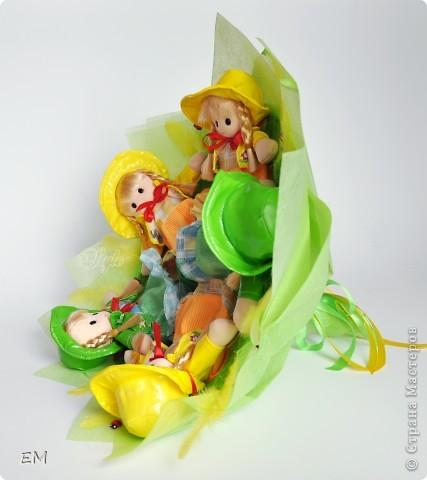 Всем здравствуйте! Решила показать вам очередную серию букетов из игрушек... Приятного просмотра) Куклы... фото 12