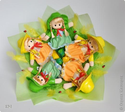 Всем здравствуйте! Решила показать вам очередную серию букетов из игрушек... Приятного просмотра) Куклы... фото 13