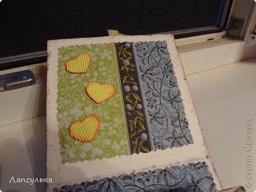 Скоро у друзей свадьба, хотелось сделать оригинальную открытку, а потом в поисках идей наткнулась на такие вот коробочки для подарков. основную коробочку собрала методом оригами (МК не помню где увидела) а чудесная бумага для скрапбукинга была получена путем проглаживания салфетки, пищевой пленки и обычного листа бумаги (МК нашла в Стране Мастеров, правда я не помню у кого, если найдется автор пишите, я обязательно поправлюсь))) Вот ну смотрите куда меня привела моя фантазия: фото 5