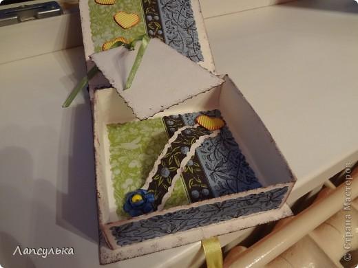 Скоро у друзей свадьба, хотелось сделать оригинальную открытку, а потом в поисках идей наткнулась на такие вот коробочки для подарков. основную коробочку собрала методом оригами (МК не помню где увидела) а чудесная бумага для скрапбукинга была получена путем проглаживания салфетки, пищевой пленки и обычного листа бумаги (МК нашла в Стране Мастеров, правда я не помню у кого, если найдется автор пишите, я обязательно поправлюсь))) Вот ну смотрите куда меня привела моя фантазия: фото 6