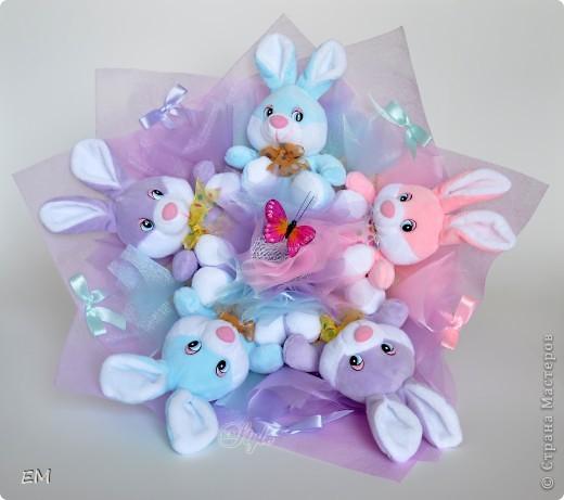 Всем здравствуйте! Решила показать вам очередную серию букетов из игрушек... Приятного просмотра) Куклы... фото 9