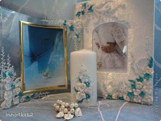 Попросили меня сделать подарок на свадьбу. Причем свадьба - пригласительные, зал - все с элементами бирюзового цвета.  Мне оставили ниточку для образца и предоставили полную свободу действий в дизайне. Думала я несколько дней, прежде чем усестся за цветы столь яркого цвета. Вот....надумала. Мне и заказчику очень понравилось. Выставляю на Ваш суд.  фото 4