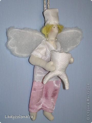 """Вот такая крошечная """"Фея стоматологического кабинета"""" у меня получилась. Размер этой крохи 15 см. с колпачком. Сделана в подарок замечательному врачу- стоматологу, чудесной женщине, с которой все мое семейство знакомо уже больше 15 лет. И все мы ее считаем ангелом-хранителем наших зубок. Цвет одежды тильдочки соответствует цвету медицинского костюма нашего врача, а также в прическе и цвете волос я постаралась передать сходство с ней. фото 1"""