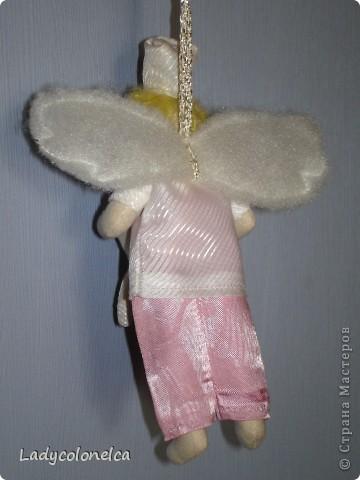 """Вот такая крошечная """"Фея стоматологического кабинета"""" у меня получилась. Размер этой крохи 15 см. с колпачком. Сделана в подарок замечательному врачу- стоматологу, чудесной женщине, с которой все мое семейство знакомо уже больше 15 лет. И все мы ее считаем ангелом-хранителем наших зубок. Цвет одежды тильдочки соответствует цвету медицинского костюма нашего врача, а также в прическе и цвете волос я постаралась передать сходство с ней. фото 2"""