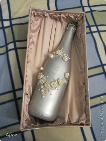 Здравствуйте, мастера и мастерицы. Очередное мое мучение ))) делала в подарок на серебряную свадьбу.. Простите за качество и фон, доделывала бутылку уже ночью, очень торопилась, потому что надо было уезжать  фото 4