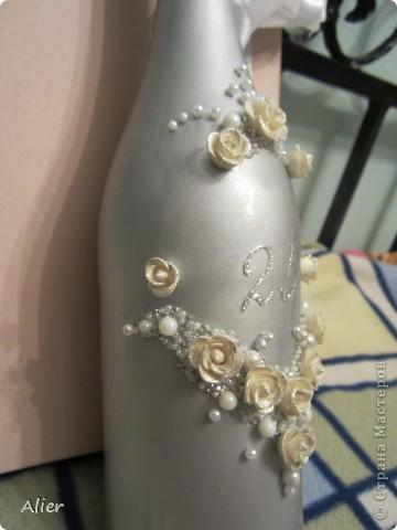 Здравствуйте, мастера и мастерицы. Очередное мое мучение ))) делала в подарок на серебряную свадьбу.. Простите за качество и фон, доделывала бутылку уже ночью, очень торопилась, потому что надо было уезжать  фото 3