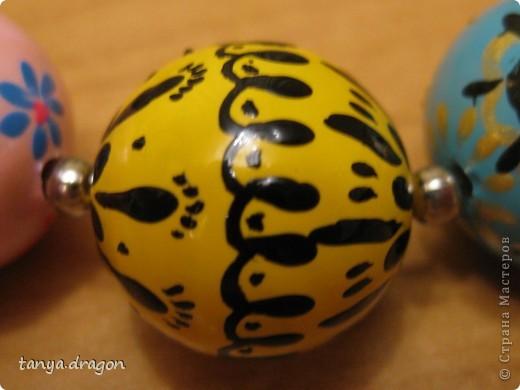 в общем....... делала я их ещё в те - далёкие времена)))))) видать с Луны я, и не зная про существование акриловых красок, размулевала себе бусы лаком для ногтей, но и получилось прикольно :) фото 12